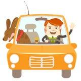 Hipster-handelsresande som kör en bil med hans hund Arkivfoton