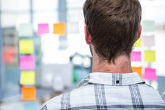 Hipster man in front of post-it Royalty Free Stock Photos