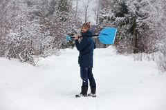 Hipster man with snow shovel Royalty Free Stock Photos