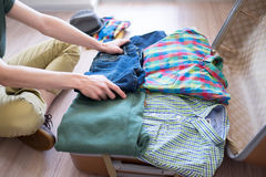 Hipster packing his stuff Royalty Free Stock Photos