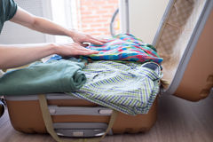 Hipster packing his stuff Royalty Free Stock Photography