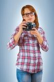 Hipstergirl con la macchina fotografica Fotografie Stock Libere da Diritti