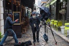 Hipsterkameraman i Paris Fotografering för Bildbyråer