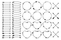 Hipsterpijlen Pijlen in bohostijl Criss dwars stammenpijlen Cirkel en hartmonogrammen Reeks Indische stijlpijlen Rustiek DE Stock Foto