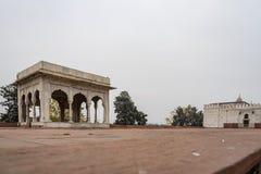 Hira Mahal är en paviljong i det röda fortet i Delhi Det är ensidpaviljong av vit marmor arkivfoton