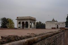 Hira Mahal é um pavilhão no forte vermelho em Deli É um pavilhão quatro-tomado partido do mármore branco fotografia de stock