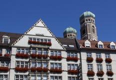 Hirmer en Frauenkirche in München, Duitsland, 2015 Royalty-vrije Stock Afbeeldingen