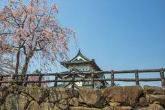 Hirosaki Cherry Blossom Festival 2018 no parque de Hirosaki, Aomori, Tohoku, Japão em abril 28,2018: Turistas na frente de Higash fotografia de stock