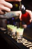 Hiroshima-Cocktail, das an der Bar vorbereitet wird Stockbilder