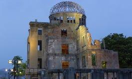 Hiroshima-Friedensdenkmal nachts Stockbild