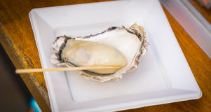Hiroshima Grilled Fresh Oyster take away Stock Photos