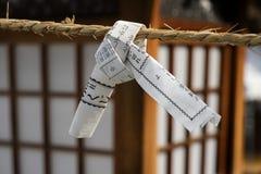 Hiroshima, Japão - 25 de maio de 2017: Feche acima de dizer da fortuna fotografia de stock royalty free