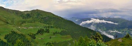Hirschbichlalm的奥地利阿尔卑斯视图 免版税库存图片