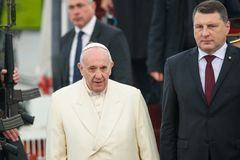 His Holiness Pope Francis and Raimonds Vejonis, President of Latvia stock photography
