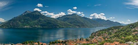 Hisnande panorama av den nordliga delen av sjön Como royaltyfri fotografi
