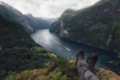 Hisnande sikt av den Sunnylvsfjorden fjorden arkivbilder