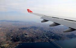 Hisnande sikt som ser ut ur strålen, över Istanbul, Turkiet, 2016 Arkivbild