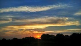 Hisnande solnedgång Arkivbilder