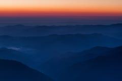 Hisnande soluppgång i bergområde fotografering för bildbyråer