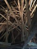 Hisnande tak av den gamla slotten royaltyfria bilder