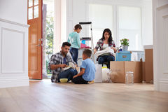 Hispanic Family Moving Into New Home royalty free stock photography