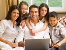 Hispanic family shopping online Royalty Free Stock Images
