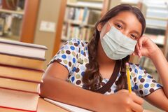 Free Hispanic Girl Student Wearing Face Mask Studying In Library Royalty Free Stock Photography - 189154887
