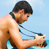 Hispanic photographer at the beach Royalty Free Stock Images