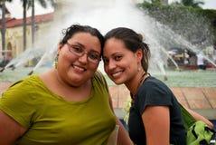 Hispanische Freunde Stockfotografie