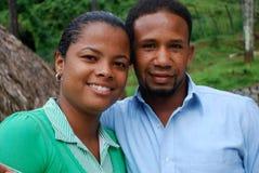 Hispanische Paare in einem tropischen Standort stockfoto
