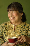 Hispanischer entspannender Matriarch Lizenzfreie Stockfotografie