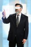 Hispanischer Geschäftsmann With Futuristic Glasses Stockfoto