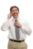 Hispanischer Geschäftsmann Using Cellphone Stockbild