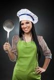 Hispanischer Koch mit Abstreicheisen Lizenzfreie Stockfotos