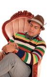 Hispanischer Mann, der seine Uhr betrachtet Stockfotos