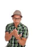 Hispanischer Mannblitz seine Zigarre Stockfoto