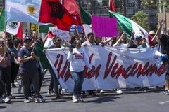 Hispanischer Marsch gegen Donald Trump Stockfotografie
