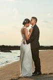Hispanisches junges verheiratetes Paar stockfotos