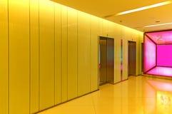 Hiss eller elevatorlobby royaltyfri bild