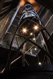 Hiss i ett av tornen i prague royaltyfri fotografi