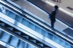 Hiss i shoppinggallerior Arkivfoton