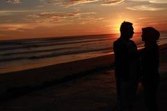 A história de amor atrás do por do sol Imagens de Stock Royalty Free