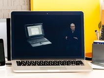 História Tim Cook de Apple Macitosh Powerbook Foto de Stock