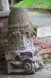histórico de la columna abandonado en Pesaro imagen de archivo