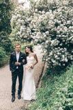 Histoire d'amour, épousant la photo de beaux couples Photo libre de droits