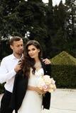 Histoire d'amour, épousant la photo de beaux couples Photo stock