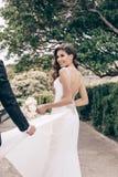 Histoire d'amour, épousant la photo de beaux couples Photographie stock