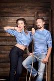 Histoire d'amour de couples de marins sur le fond en bois rapport Photos stock