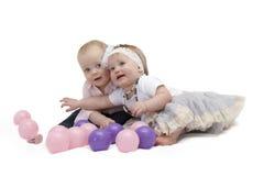Histoire d'amour de deux petits enfants Concept pour la carte postale Photo libre de droits