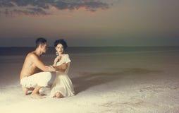 Histoire d'amour de jeunes beaux couples Images stock